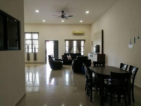 12 Pax @ HomeStay Cemara 民宿之家