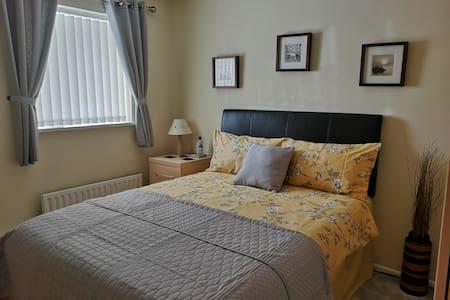Comfy Double bedroom, offroad park, quiet area