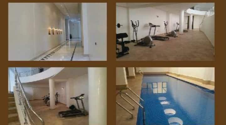 Joli appart, place garage, accès piscine, fitness
