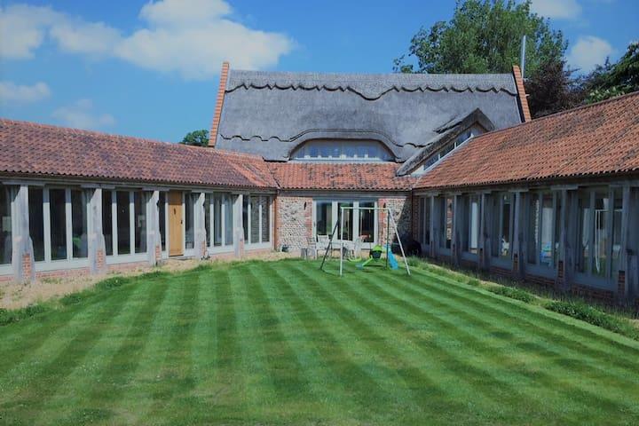 North Norfolk Barn Conversion Open Plan sleeps 12