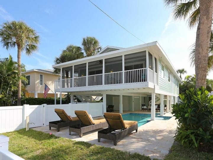 Island Home w/ Heated Pool & 3 Houses to Beach!