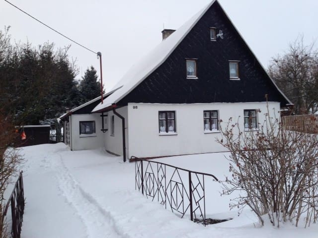 Cozy 3 bdr cottage with pool and nice garden
