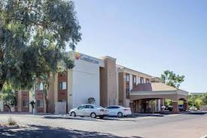 Comfort Inn & Suites North Glendale