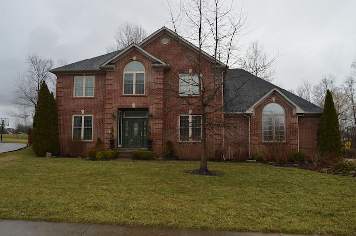 Spacious 4 BR Home - New Albany