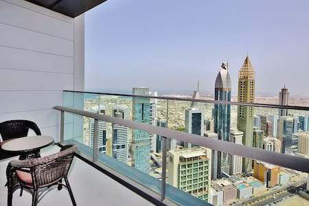 Spacious 2BR with Dubai skyline view - Apartament