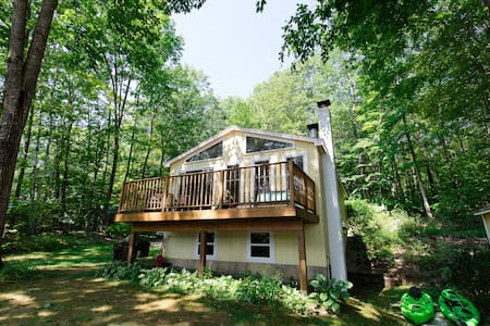 Private Waterfront Cottage in Cove  w/dock & float
