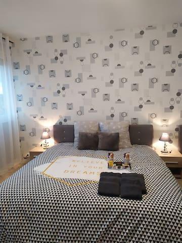 Appartement 88 avec grand lit 180 et un lit 90