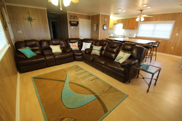 Vitamin Sea is across from the beach with beach access in Grand Isle - Grand Isle - Casa
