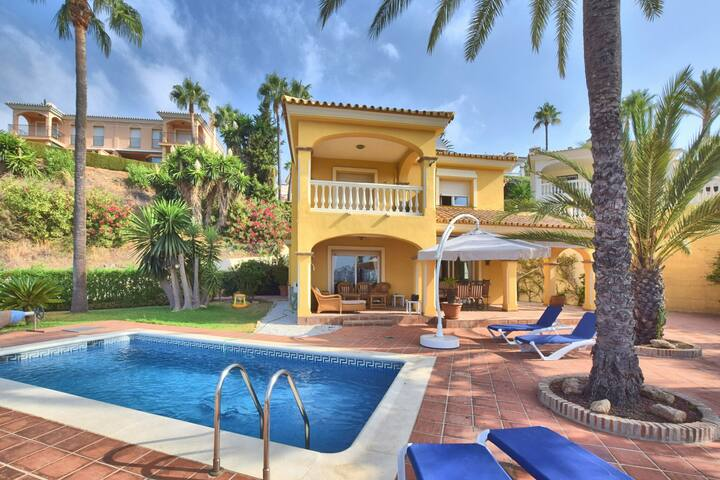 Comfortable Villa in Andalusia with Swimming Pool