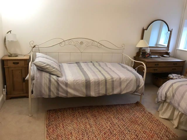 Delightful twin bedded room with private bathroom