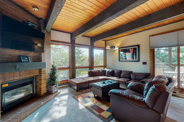 Warm mountain home w/ private balcony & beautiful view - 250 yds from lifts!