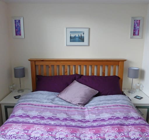 Lovely double room for female ~ close to Tennis