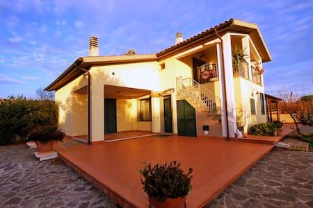 Villa+piscina-traGrossetoCastiglion - Grosseto - Villa