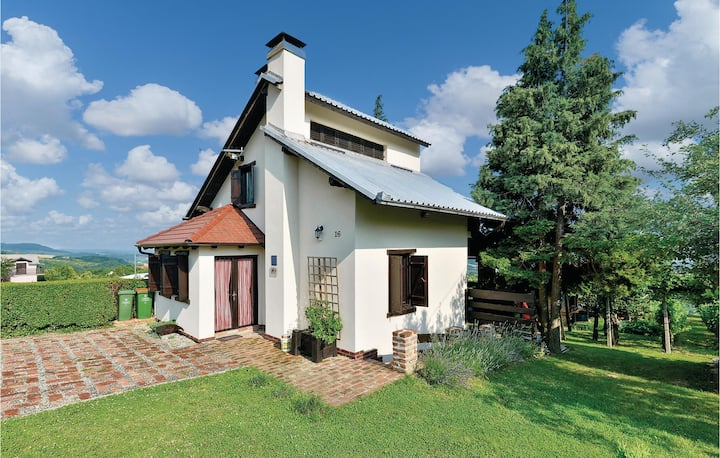 Holiday cottage with 2 bedrooms on 94m² in Kalnik