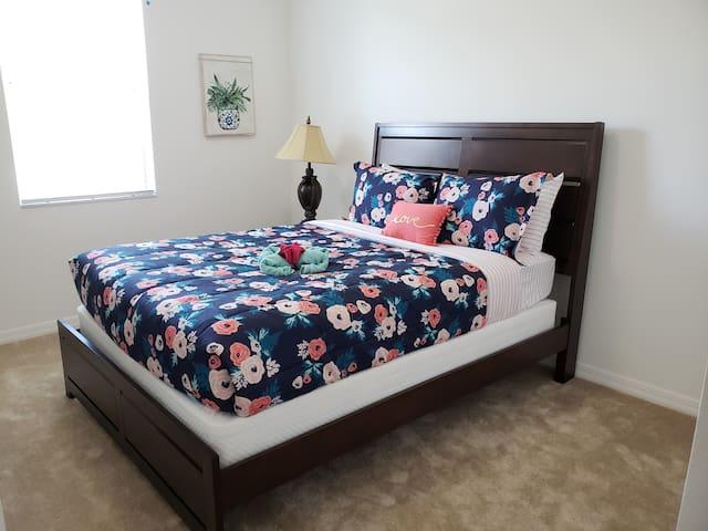 Bedroom 4(Queen)