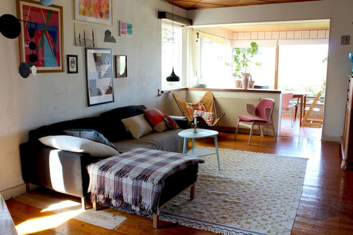 Colourful, Retro &  Botanical home with sea view - Rønne - 獨棟