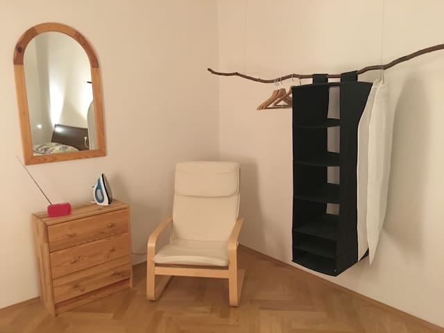Privat room in calm neighborhood in a city centre