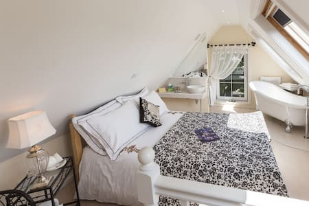 Double room-Signature-Ensuite-Charcoal Roses