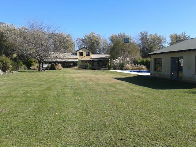 Casa de campo , Campos de Roca