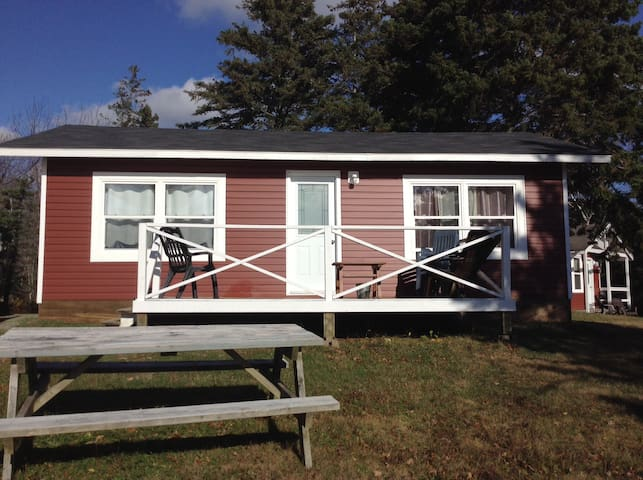 2 bedroom cottage 5 min to Port Hawkesbury