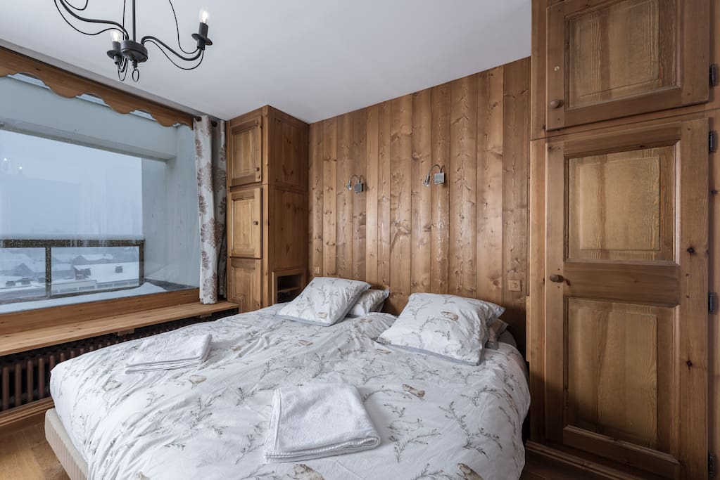 Master bedroom with bathroom 1 (with large bathtub)