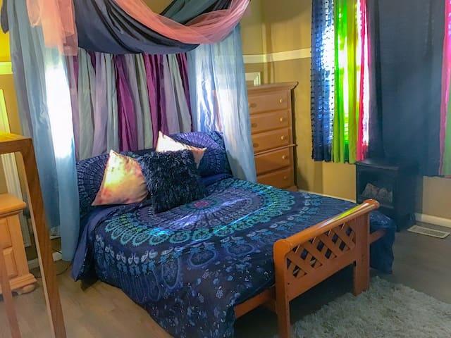 Near DIA- *Swank & Savvy Room/ 420 friendly