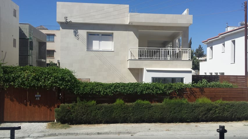 3 bedroom house in Limassol with 25m pool.