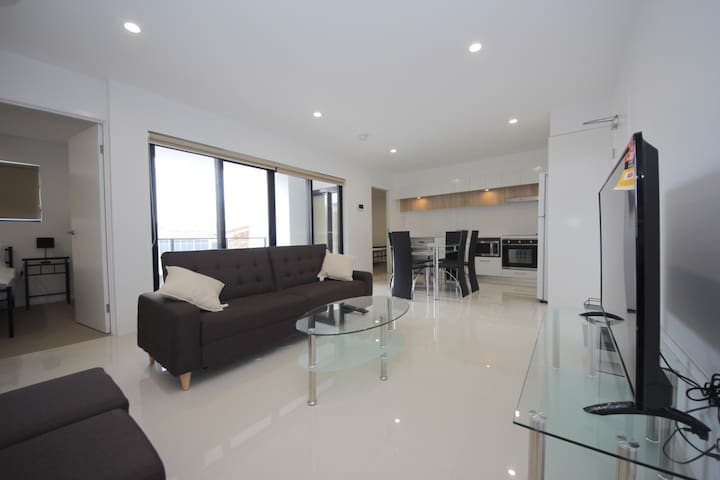 Broadbeach Spice Modern Unit, Unbeatable Location