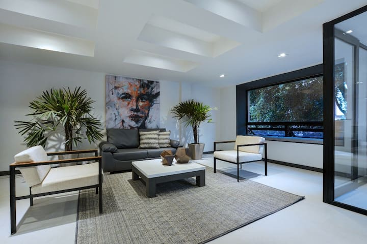 The Residence - Lleras Park 4br