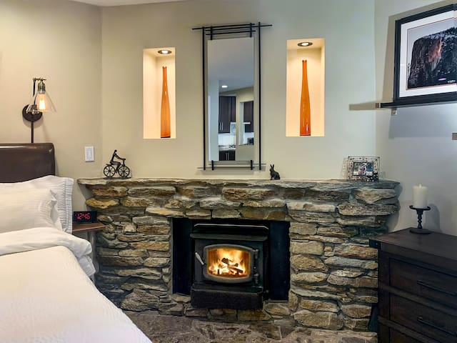 Cozy Mammoth Condo-Gorgeous Remodel