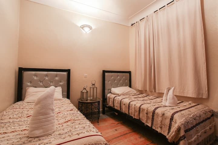**Comfortable twin room with wifi and breakfast**