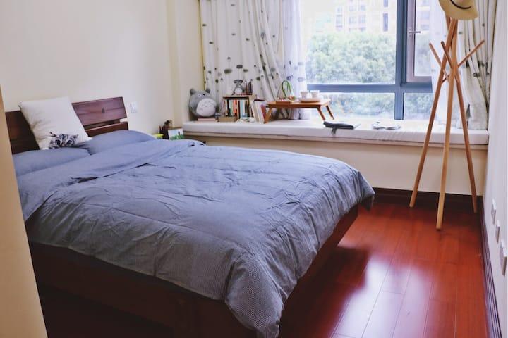 煦庐(A)——舒适安静的独立房间,高档小区,超nice的房东和萌萌的狗【限女性】