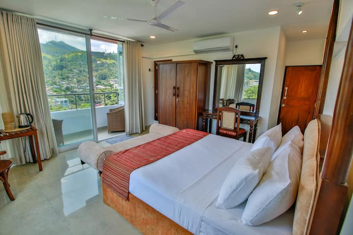 kandy city stay-King room with balcony