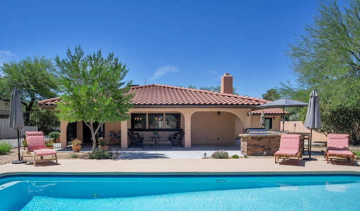 4bd/3b Pool, Spa, Outdoor kitchen - 5min to Strip