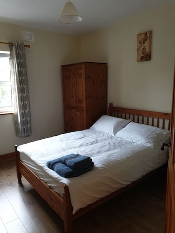 2 bed apt. Athleague Village