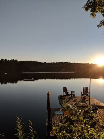 Lakefront Cabin 35 mins fr Ottawa