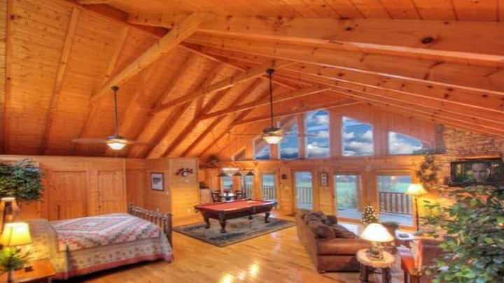 Newly Listed Log Cabin! Perfect for 2 people