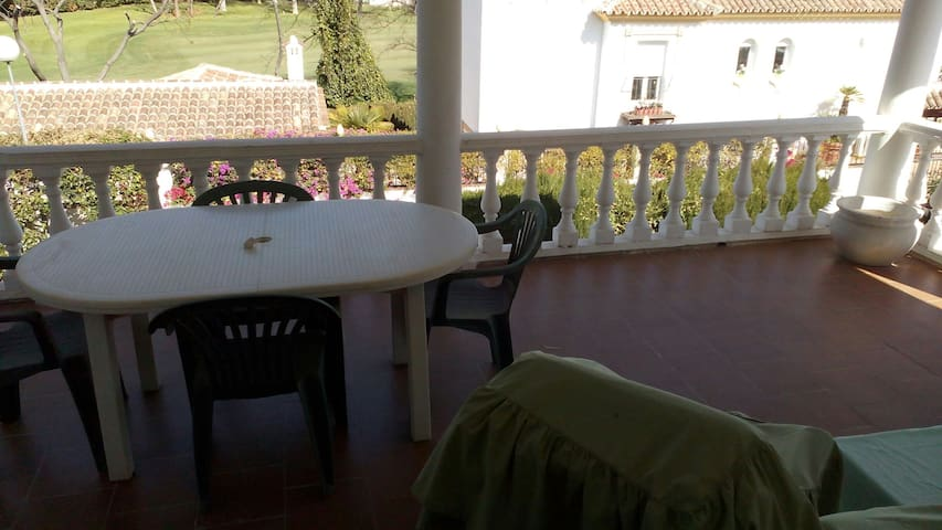 Top Floor Private Bedroom - Marbella - Hus
