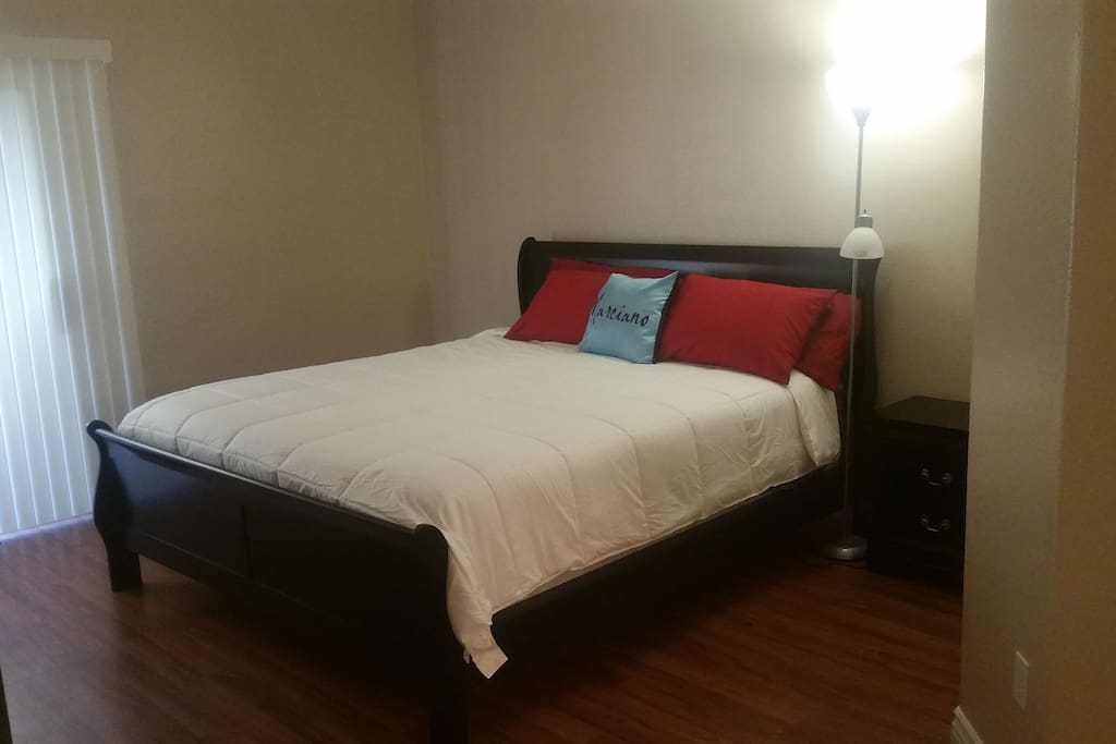 Master Bedroom, California King Bed Size