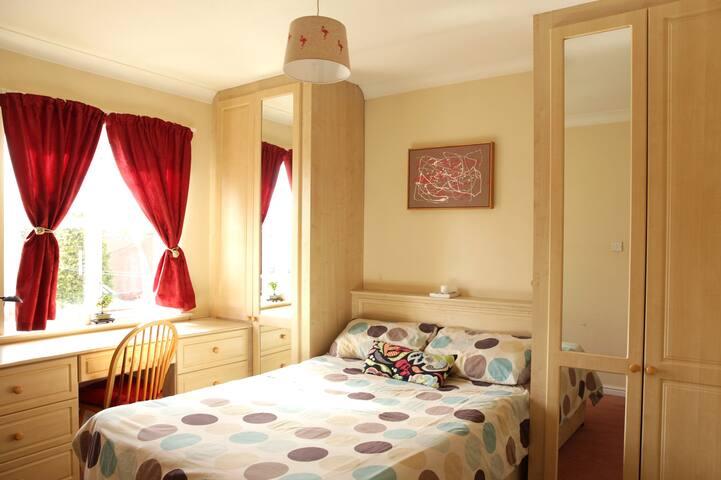 Bright and cosy room centrally located. - Edinburgh - Apartment