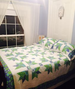 Blue Room $109 The Butter Barn B & B in Waterford - Waterford