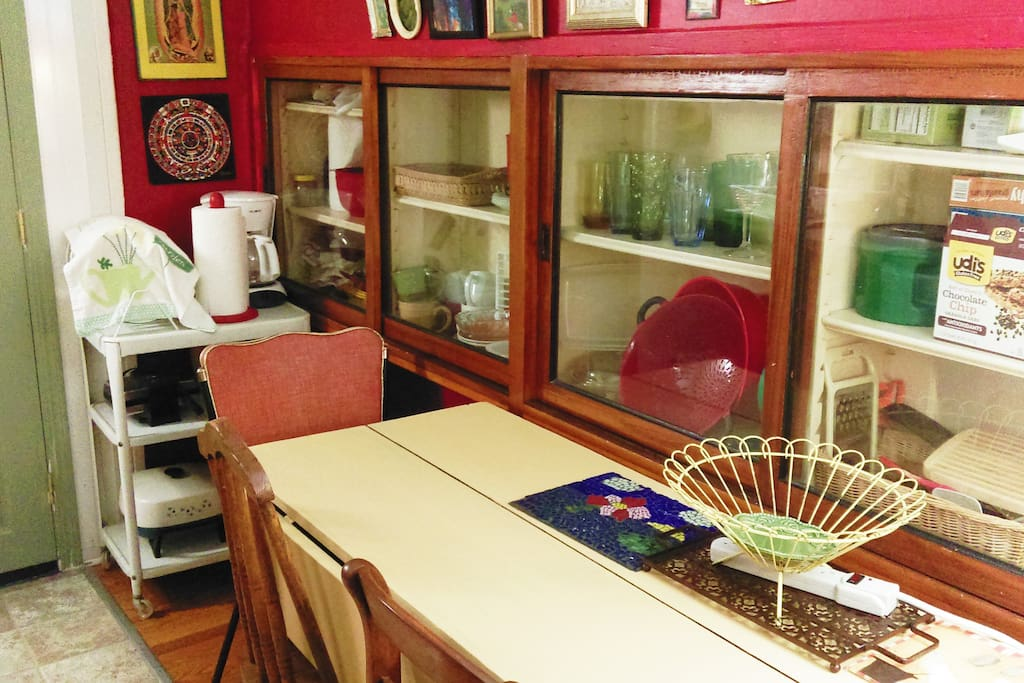 This is a pic of the kitchenette taken by me.