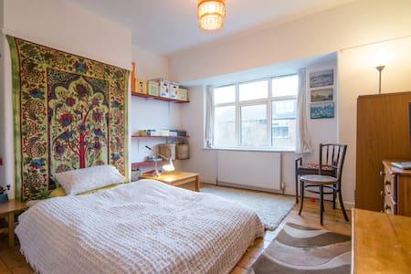 Big Comfy Room in Leafy Boho Suburb - Manchester