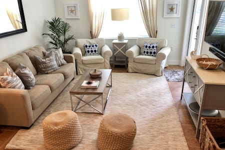 Beachy Chic 2 Bedroom condo - relax in style.