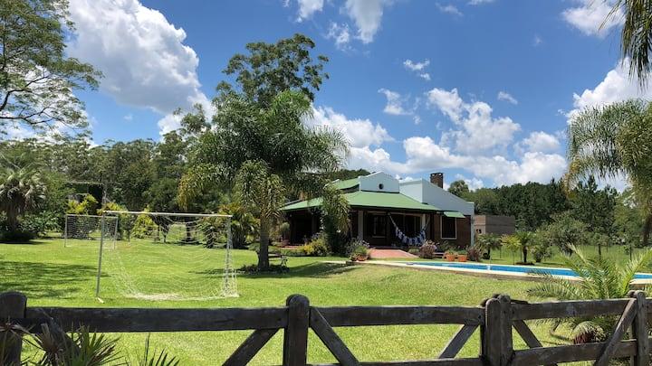 Casa quinta con piscina. Goya, Corrientes
