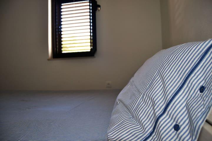 Bedroom (160*200 cm bed)