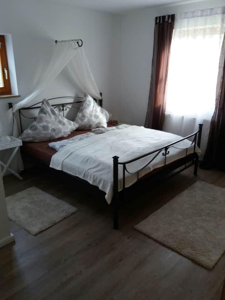 Romantisches, liebevolles Zimmer + Bad