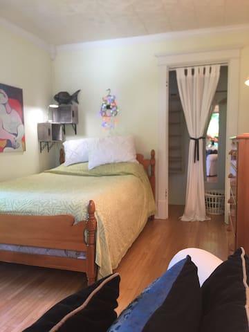 Bedroom 1, full