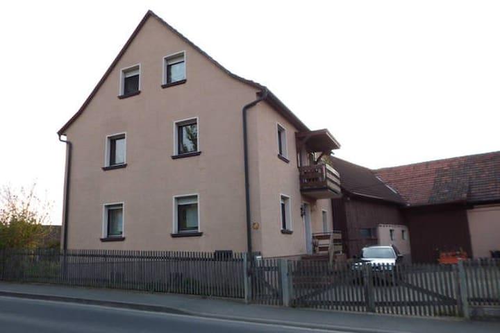 Wohnen in ländlicher Idylle / Zimmer 2 /bis 5Pers. - Eußenheim - House