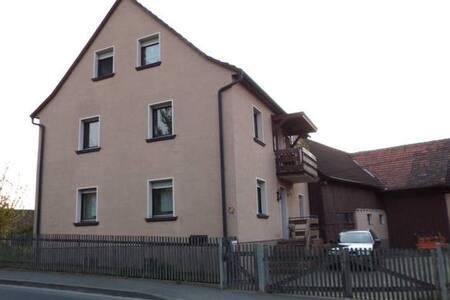 Wohnen in ländlicher Idylle / Zimmer 2 /bis 5Pers. - Eußenheim